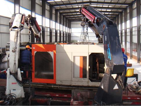 上海华时机电有限公司1600吨注塑机搬运