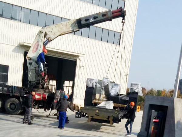 上海致壮船务工程有限公司6米龙门设备装卸