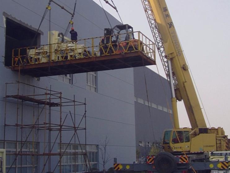 上海精密机器吊装上楼案例