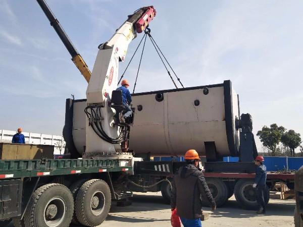 大型生化机设备卸机到位