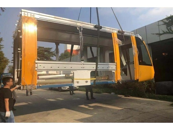 项目名称:上海致壮船务工程有限公司轨电车头搬运-屹星设备搬运