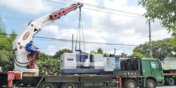 屹星设备吊装搬运公司:室内低空吊装与高空吊装的差别
