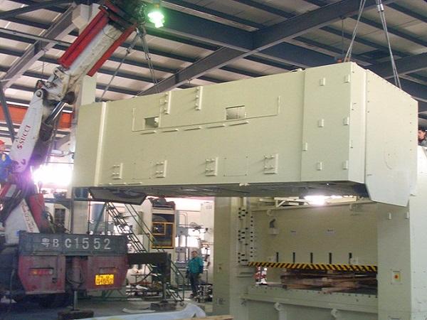 屹星机电大型冲床吊装安装案例