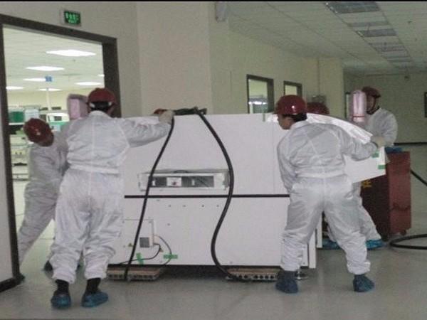 屹星机电无尘车间设备气垫搬运到位