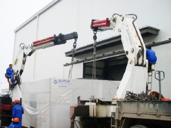 设备吊装公司如何搬运冰水机高空吊装
